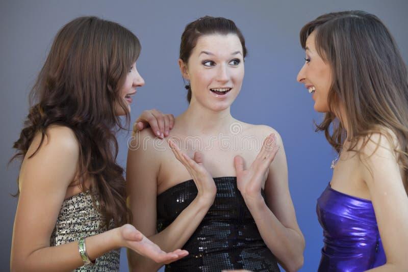 Conversazione delle ragazze di partito immagine stock