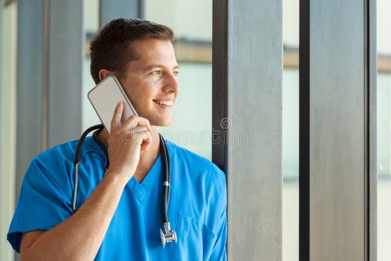 Conversazione maschio dell'infermiere immagini stock libere da diritti