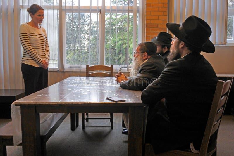 Conversión al judaísmo del tribunal de justicia rabínico judío imagenes de archivo