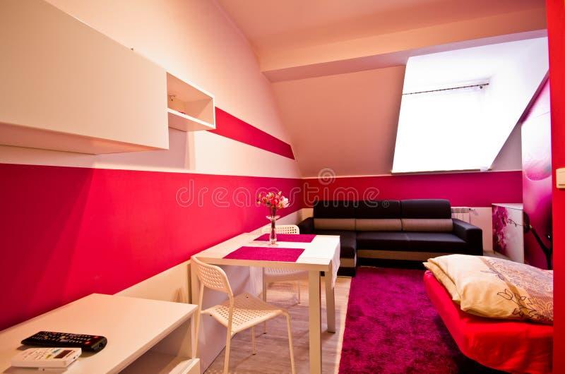 Conversion de chambre à coucher de grenier avec le thème d'orchidée image libre de droits