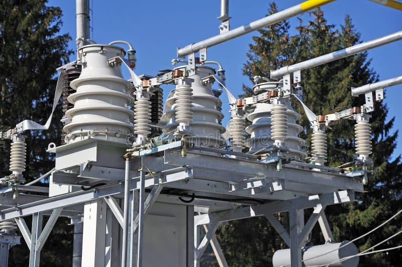 Conversor de alta tensão em um central elétrica fotos de stock