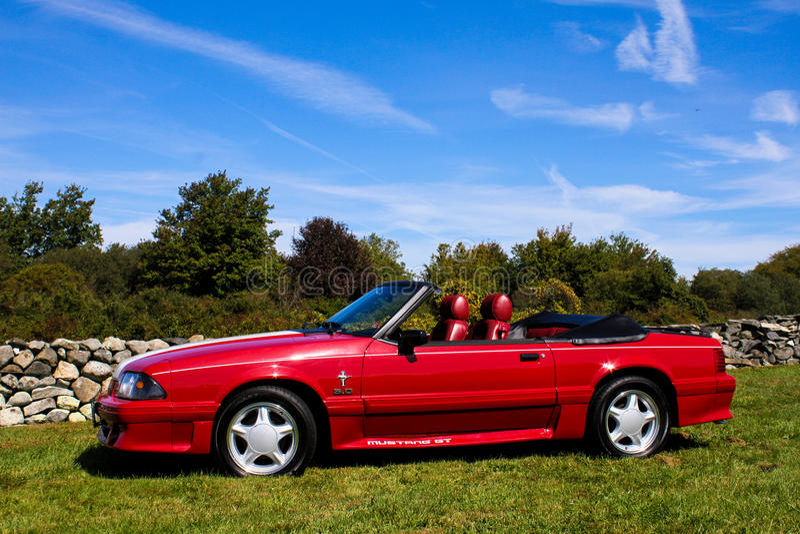 Convertible 1989 de Ford Mustang GT imagens de stock royalty free