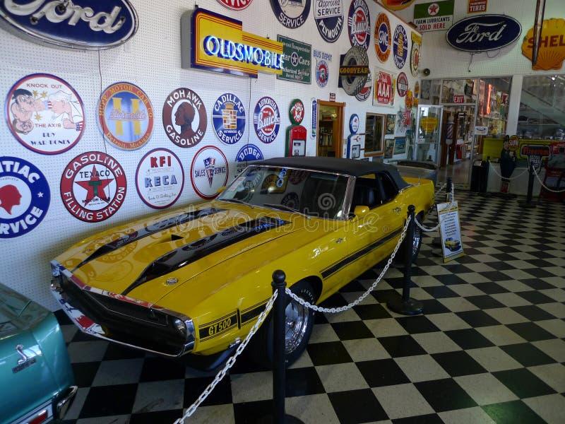 Convertible 1970 de Shelby GT500 1 de 6 jaunes faits image libre de droits