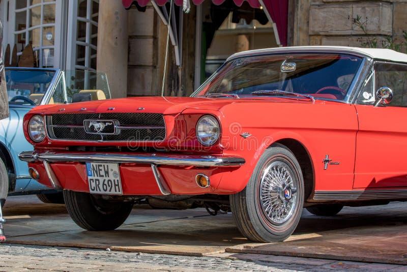Convertible desportivo de Ford Classic dos anos 60 imagem de stock royalty free