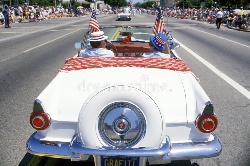 Convertible en desfile del 4 de julio, Pacific Palisades, California de la antigüedad foto de archivo