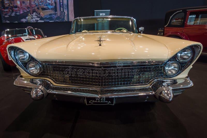 Convertible luxuoso pessoal de Lincoln Continental Mark V do carro, 1960 fotos de stock