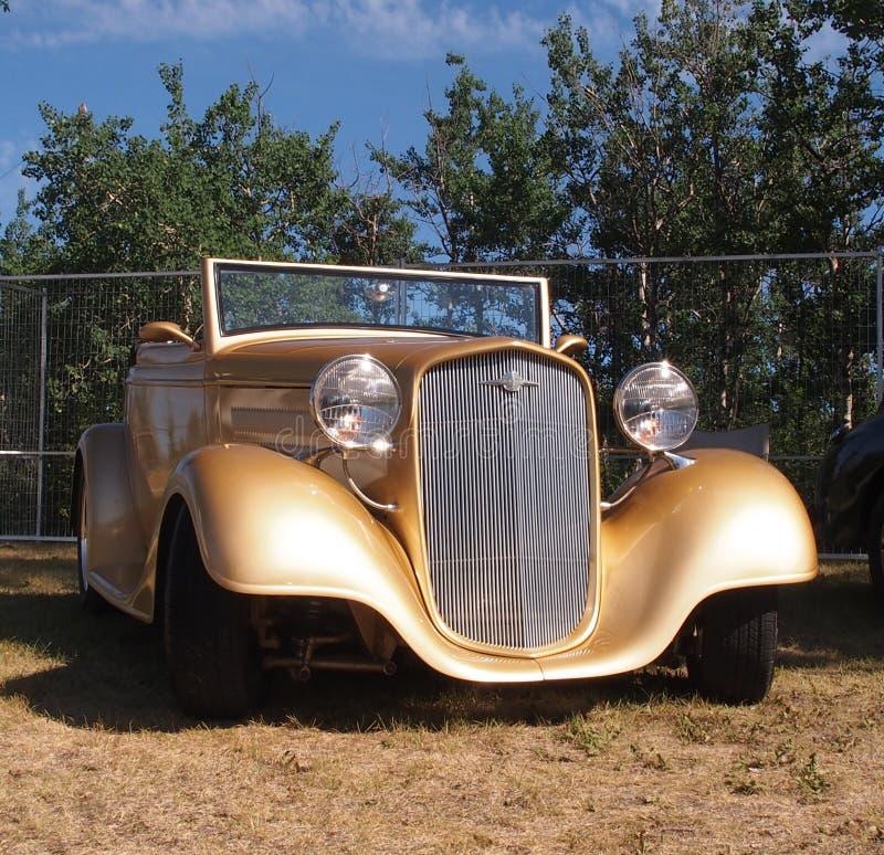 Convertible restaurado vintage do ouro fotos de stock royalty free