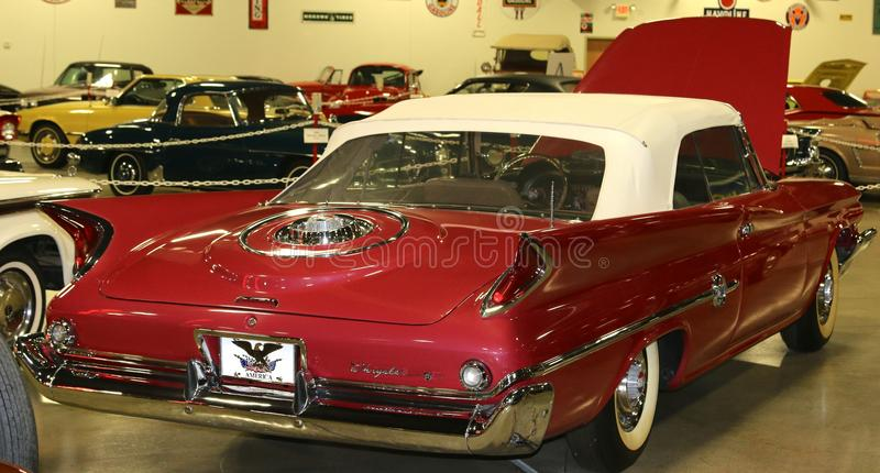 Convertible vermelho antigo de Chrysler imagem de stock royalty free