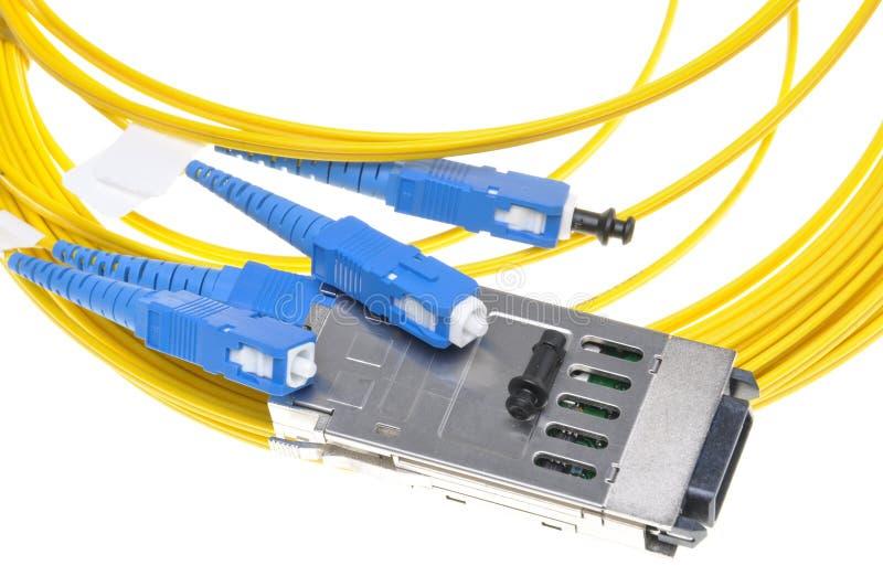 Convertitore di interfaccia di gigabit con cavo a fibre ottiche immagini stock libere da diritti
