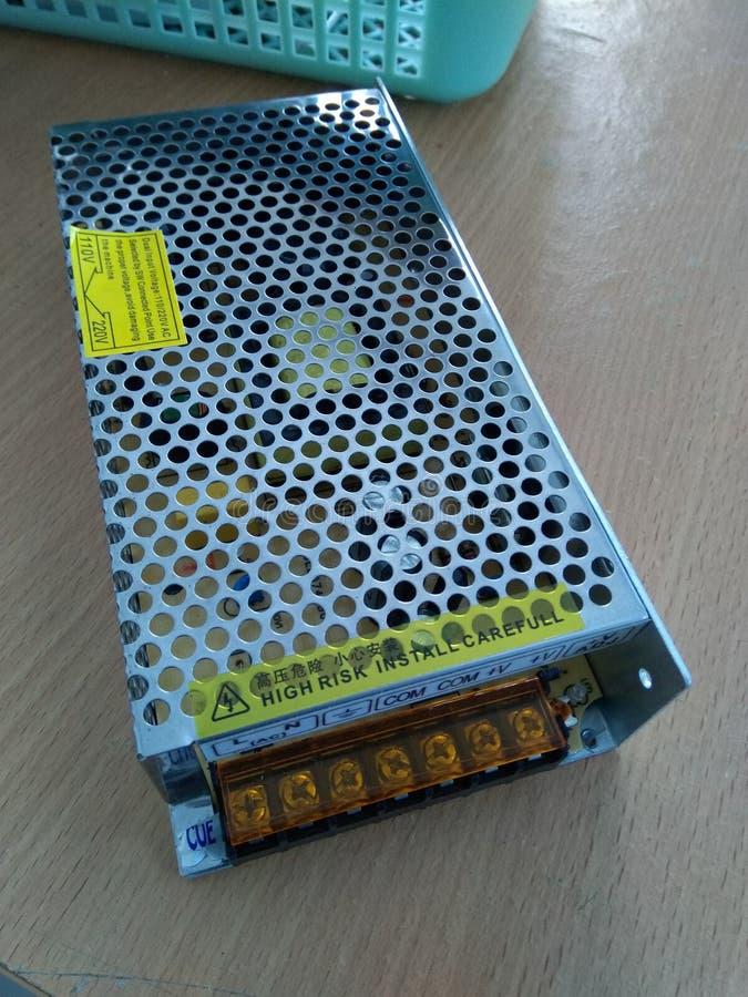 Convertor 220 volt AC aan 24 volt gelijkstroom 5 ampère stock foto's