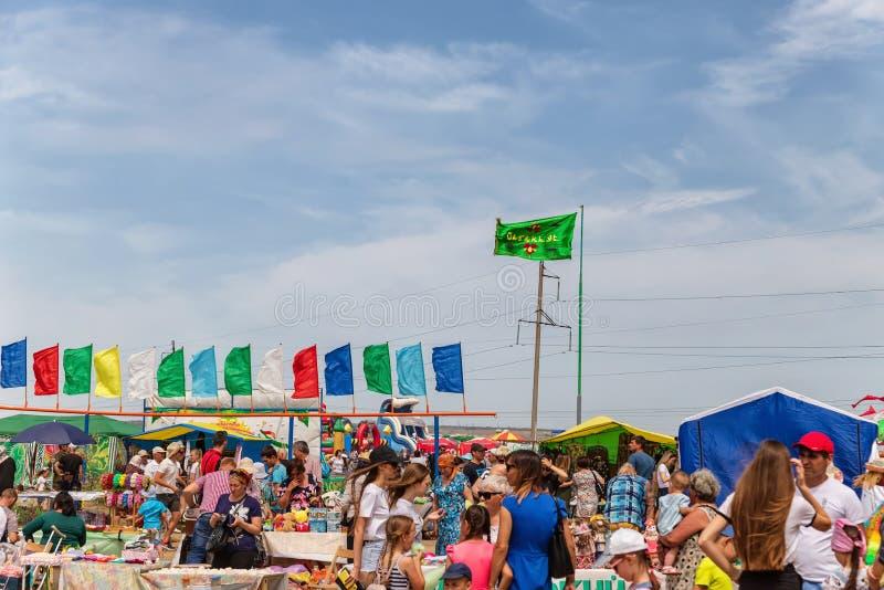 Convidados da caminhada do festival de Sabantuy em torno do festival foto de stock royalty free