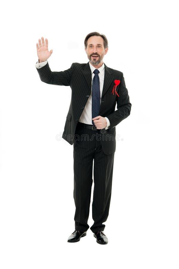 Convide para a data Indivíduo considerável maduro do homem para vestir o terno elegante com coração vermelho Celebração do dia de foto de stock