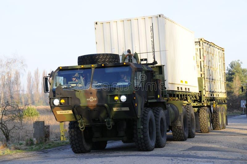 Convoy del Ejército de los EE. UU., 27 3 2016, República Checa, cruzando a Polonia de Boleslav viejo, imagen de archivo