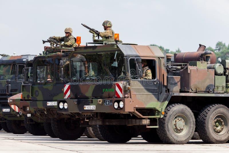 Convoy militar alemán del ejército fotos de archivo