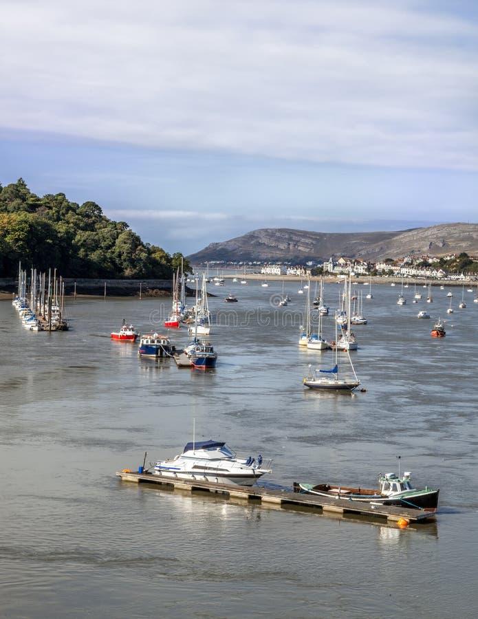 Conway Bay, barche a vela ed imbarcazione da diporto immagine stock