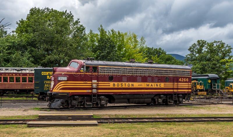 Conway Scenic Railroad norr Conway royaltyfri foto
