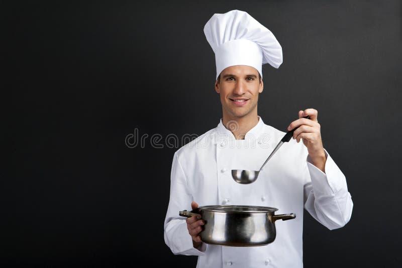 Cook przeciw ciemnemu tłu obrazy royalty free