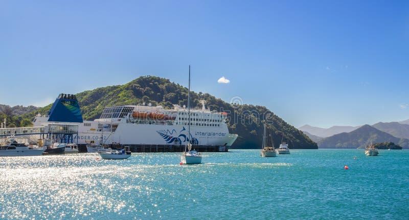 Cook Strait van Interisander de veerboot kwam Picton-Haven van Wellington in Nieuw Zeeland aan stock fotografie