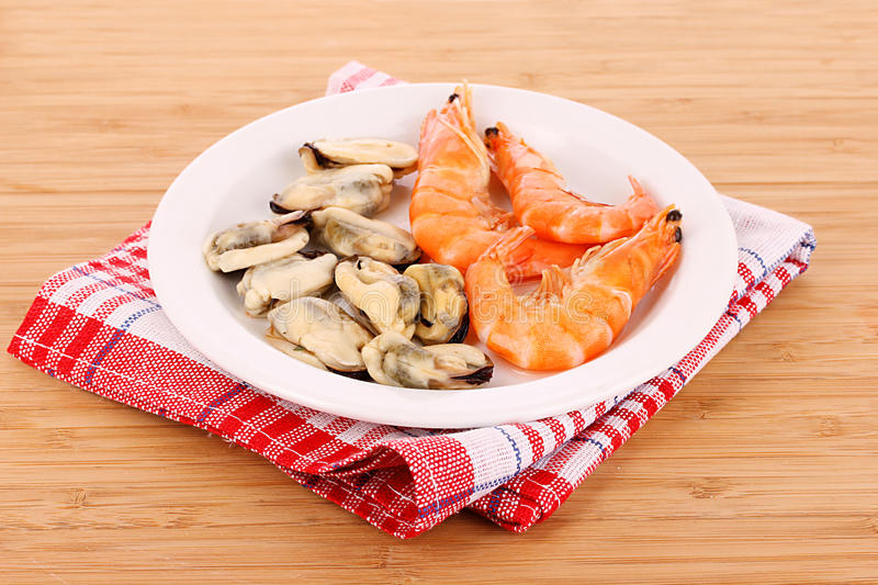 Download Cooked Shelled   Shrimp And Mussels Stock Photo - Image: 19801970