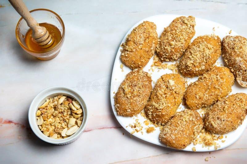 Cookie di miele greco con noci melomakarona fotografia stock