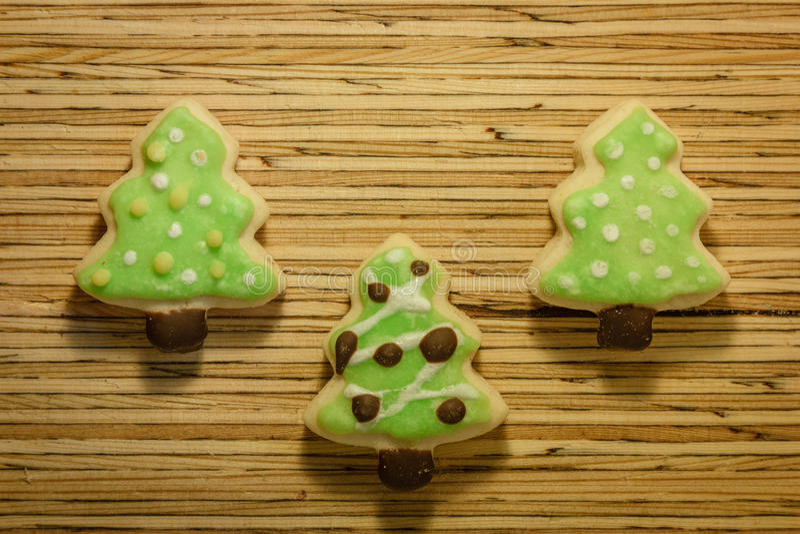 Cookie do Natal no fundo de madeira imagens de stock