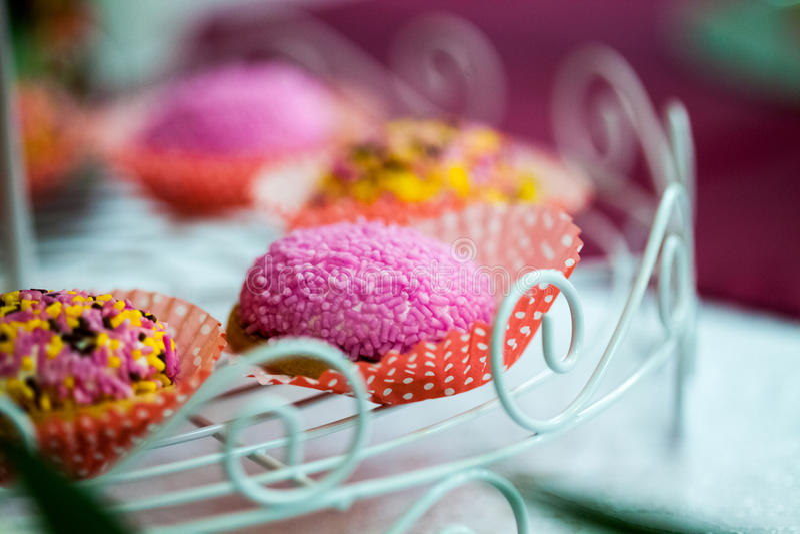 Cookies, bolos e outros doces em um partido fotografia de stock royalty free