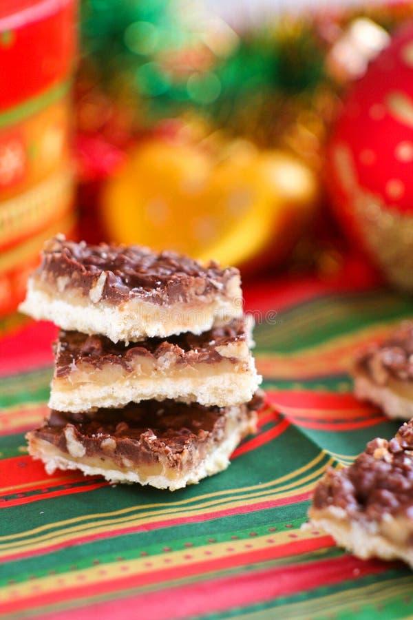 Cookies caseiros com chocolate e caramelo foto de stock royalty free
