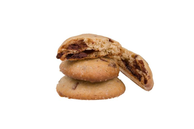 Cookies caseiros dos pedaços de chocolate isoladas no fundo branco Biscoitos doces fotografia de stock royalty free