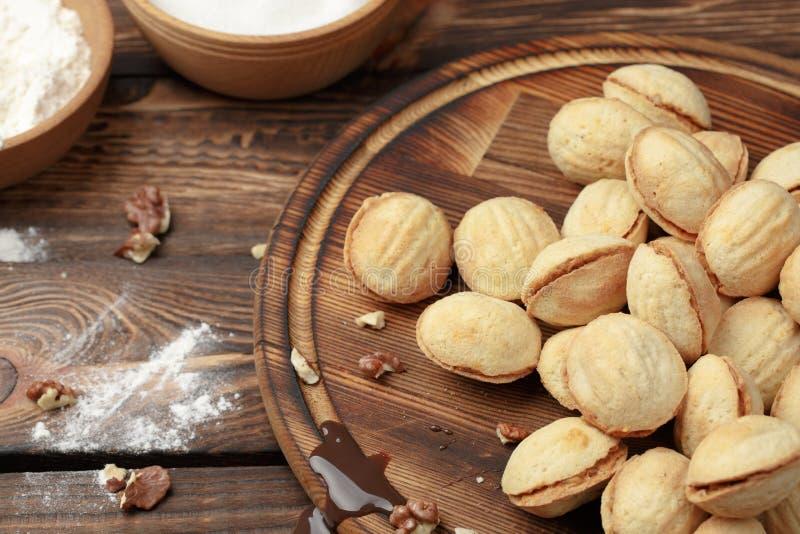 Cookies caseiros nuts com leite condensado fervido fotografia de stock