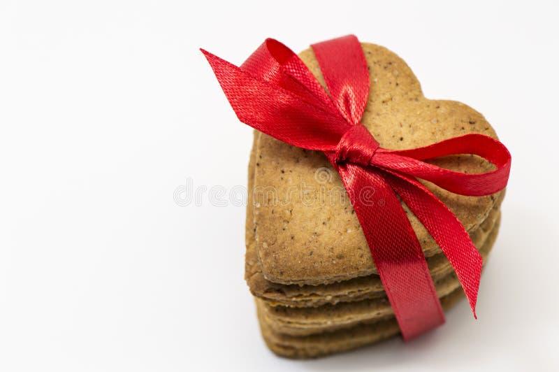 Cookies coração-dadas forma caseiros imagens de stock