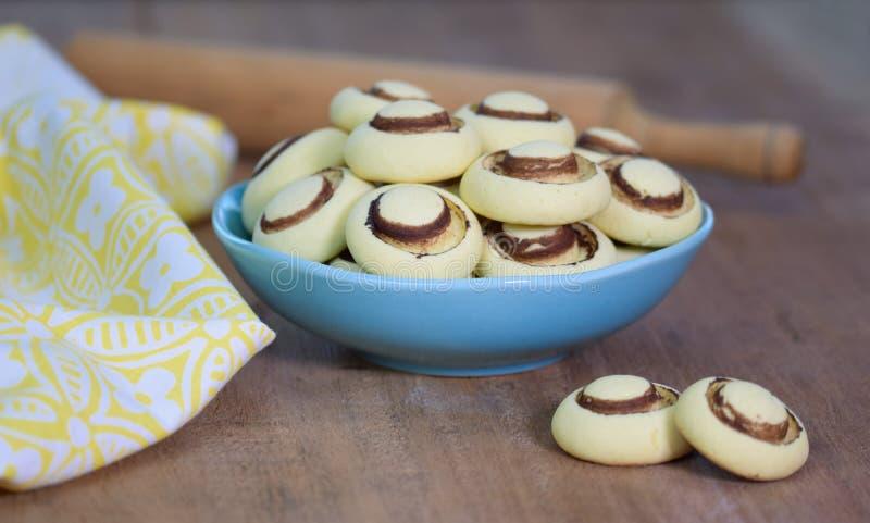 Cookies de biscoito amanteigado no formulário dos cogumelos foto de stock royalty free