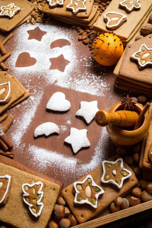 Cookies de decoração caseiros do pão-de-espécie foto de stock royalty free