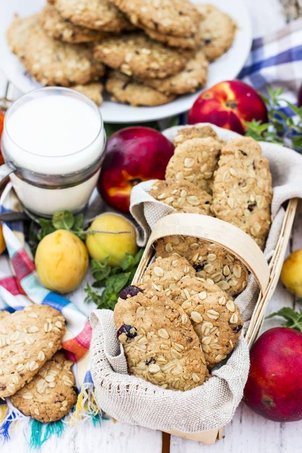 Cookies de farinha de aveia caseiros fotos de stock royalty free