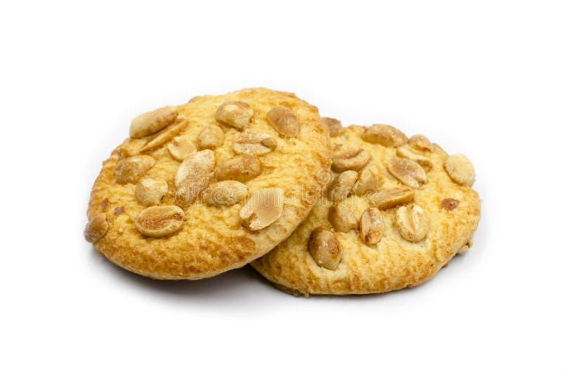 cookies do amendoim isoladas no fundo branco Cookies crocantes com amendoins fotografia de stock