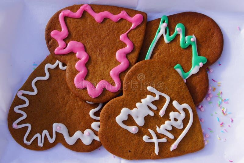 Cookies do coração do pão-de-espécie do Natal fotos de stock royalty free