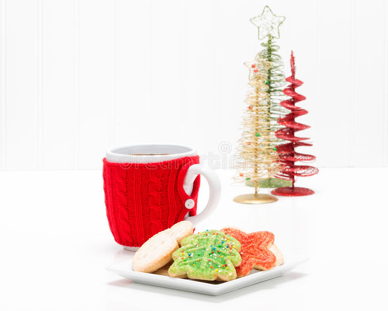 Cookies do Natal e bebida quente fotos de stock royalty free