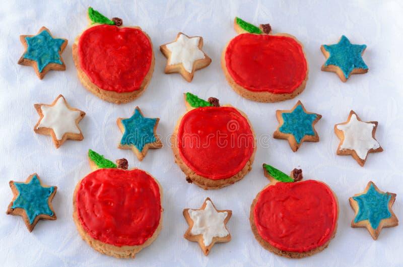 Cookies doces do entalhe para o feriado judaico do ano novo de Rosh Hashanah fotos de stock royalty free