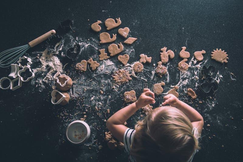 Cookies em um worktop fotos de stock