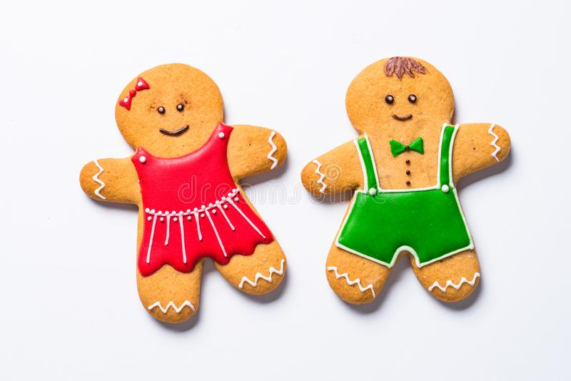 Cookies, especiarias e decorações do pão-de-espécie do Natal no branco imagens de stock
