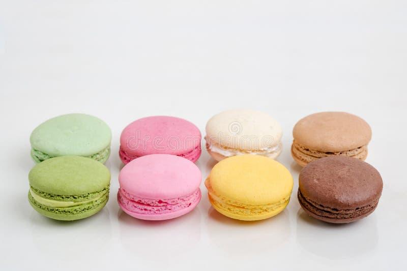 Cookies francesas dos bolinhos de amêndoa no fundo branco imagem de stock royalty free
