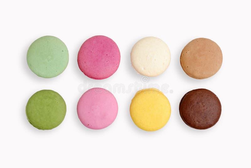 Cookies francesas dos bolinhos de amêndoa no fundo isolado branco fotos de stock royalty free