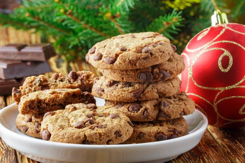 Cookies Läckra hemlagade kex med chokladstycken fotografering för bildbyråer