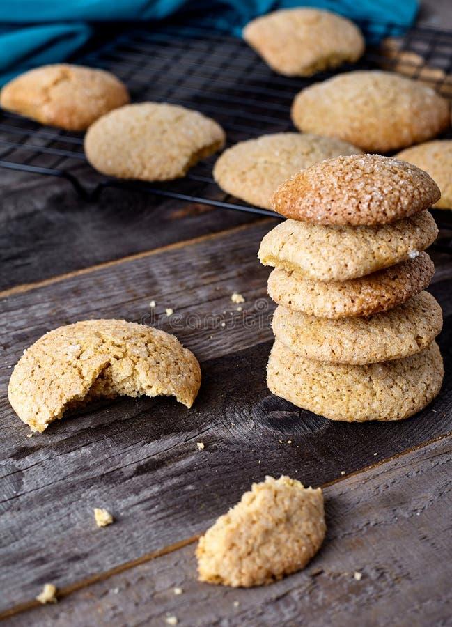 Cookies macias do gengibre - caseiros fotografia de stock royalty free