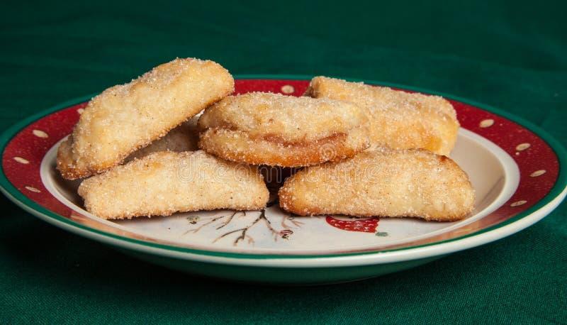Cookies met frambozenjam stock afbeeldingen