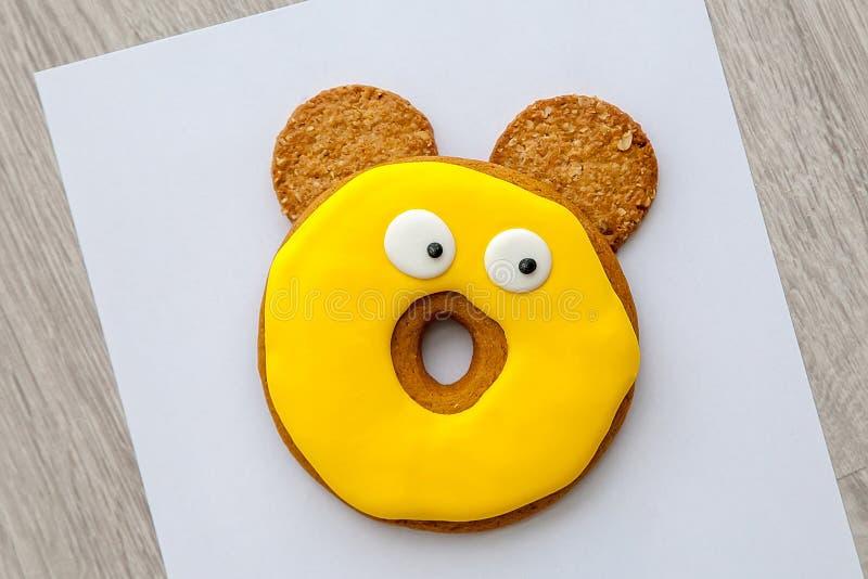 Cookies no esmalte e duas cookies dos cereais foto de stock royalty free