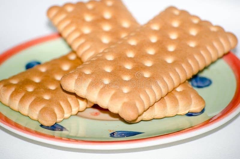 Cookies no fundo do branco dos pires imagem de stock royalty free