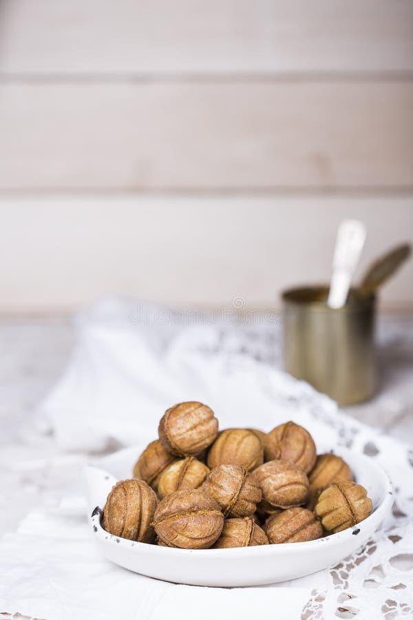 Cookies nuts com leite condensado imagem de stock
