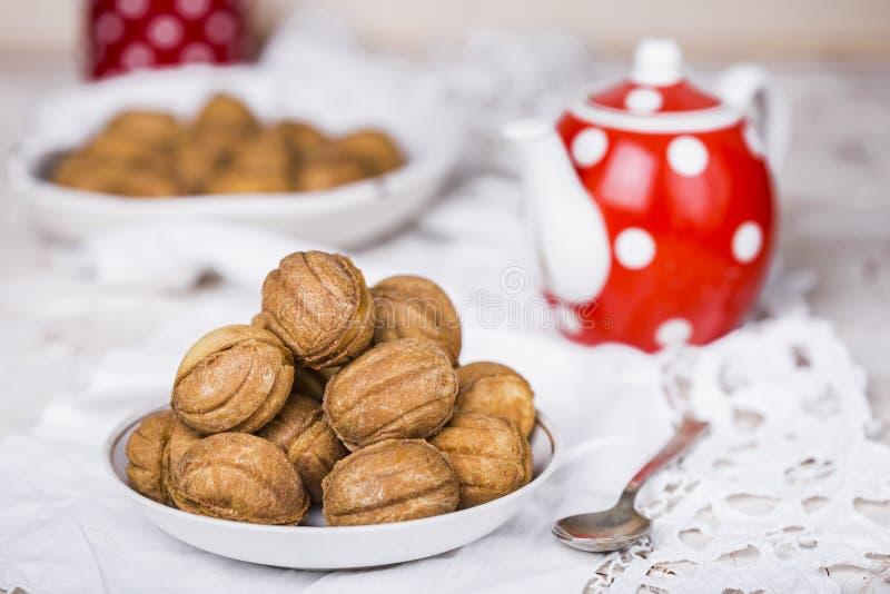 Cookies nuts com leite condensado fotografia de stock royalty free