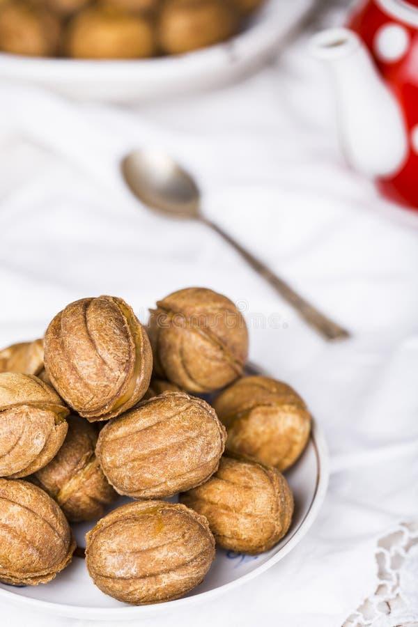 Cookies nuts com leite condensado fotografia de stock