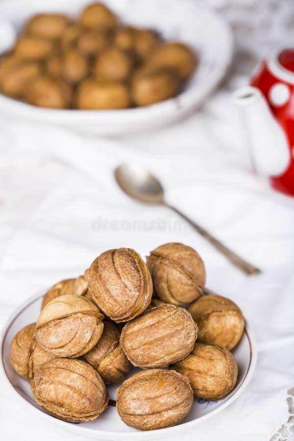 Cookies nuts com leite condensado imagens de stock